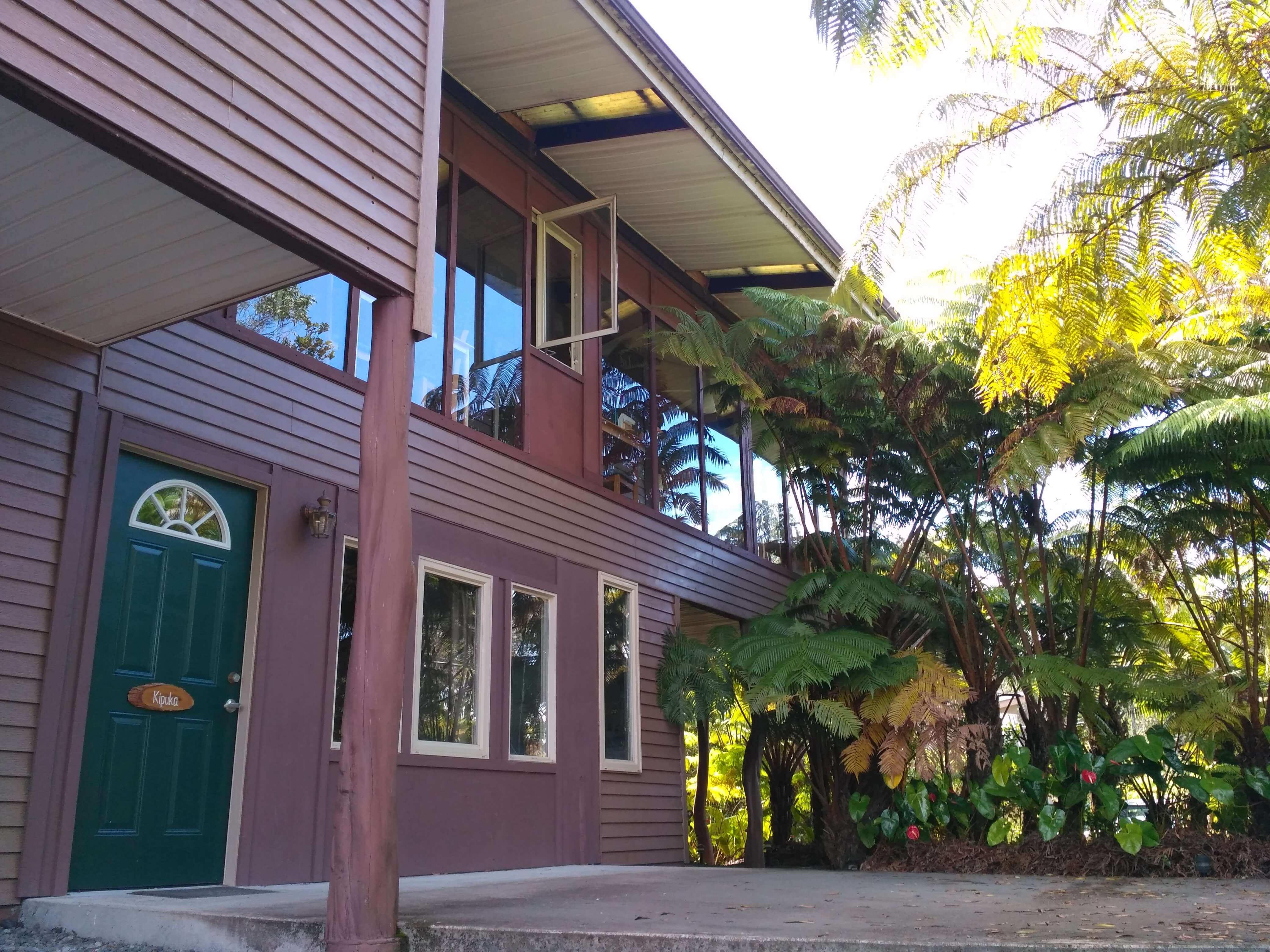 Kilauea hotel-volcano inn - building outside