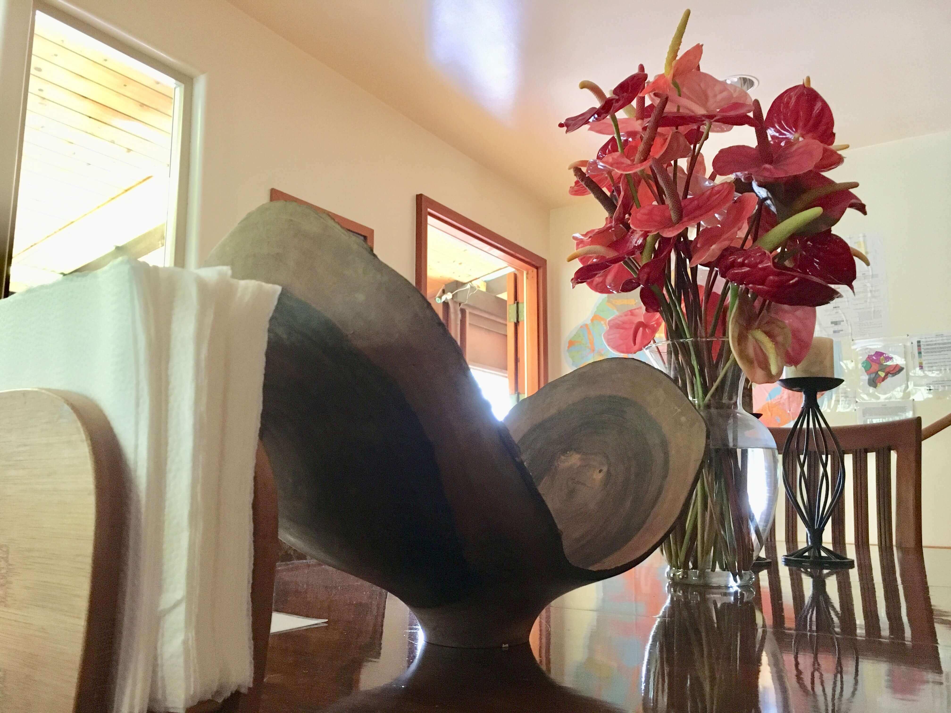 Kilauea hotel-volcano inn-common room flower