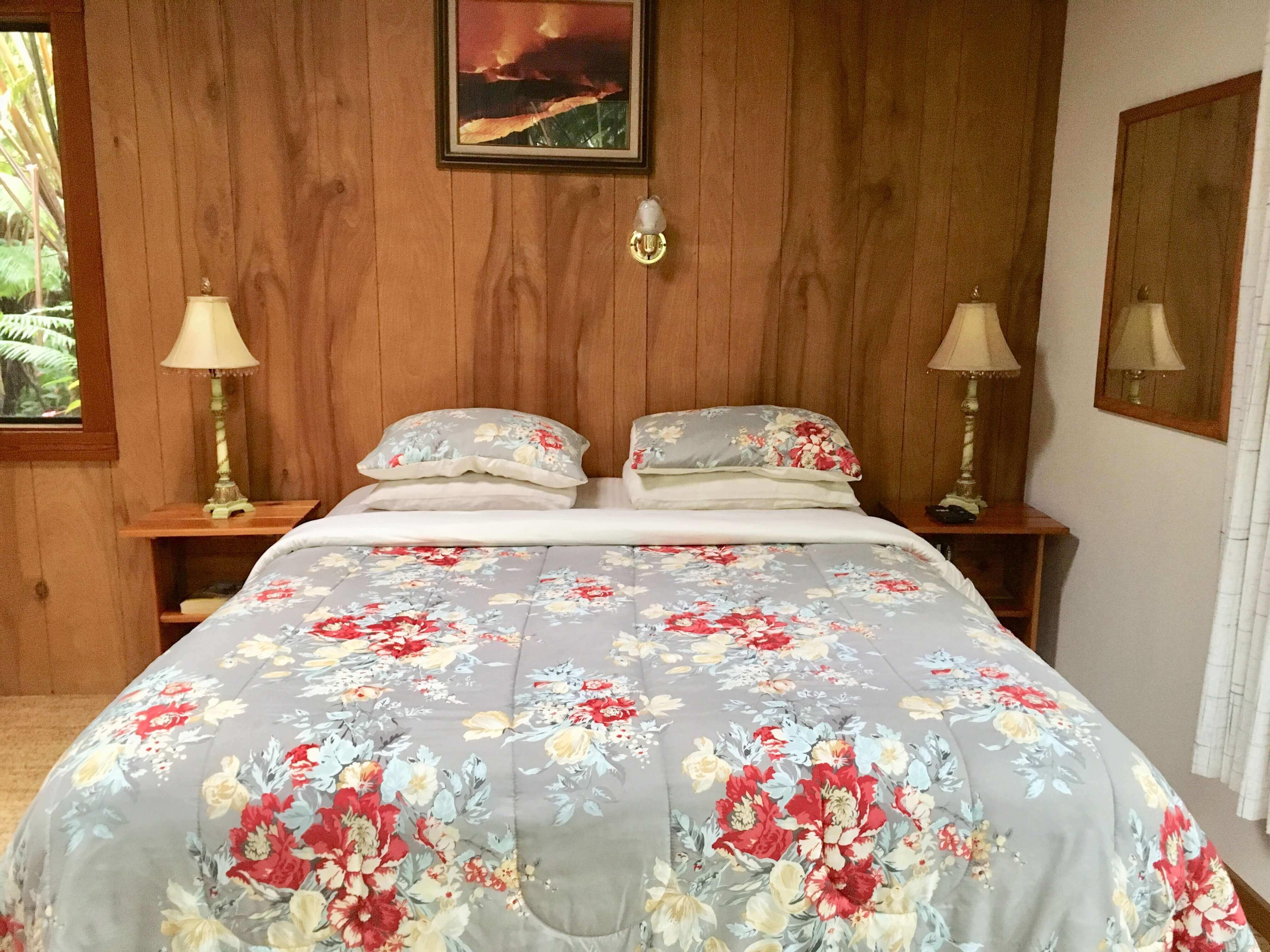 volcano lodge- volcano inn - corner bed