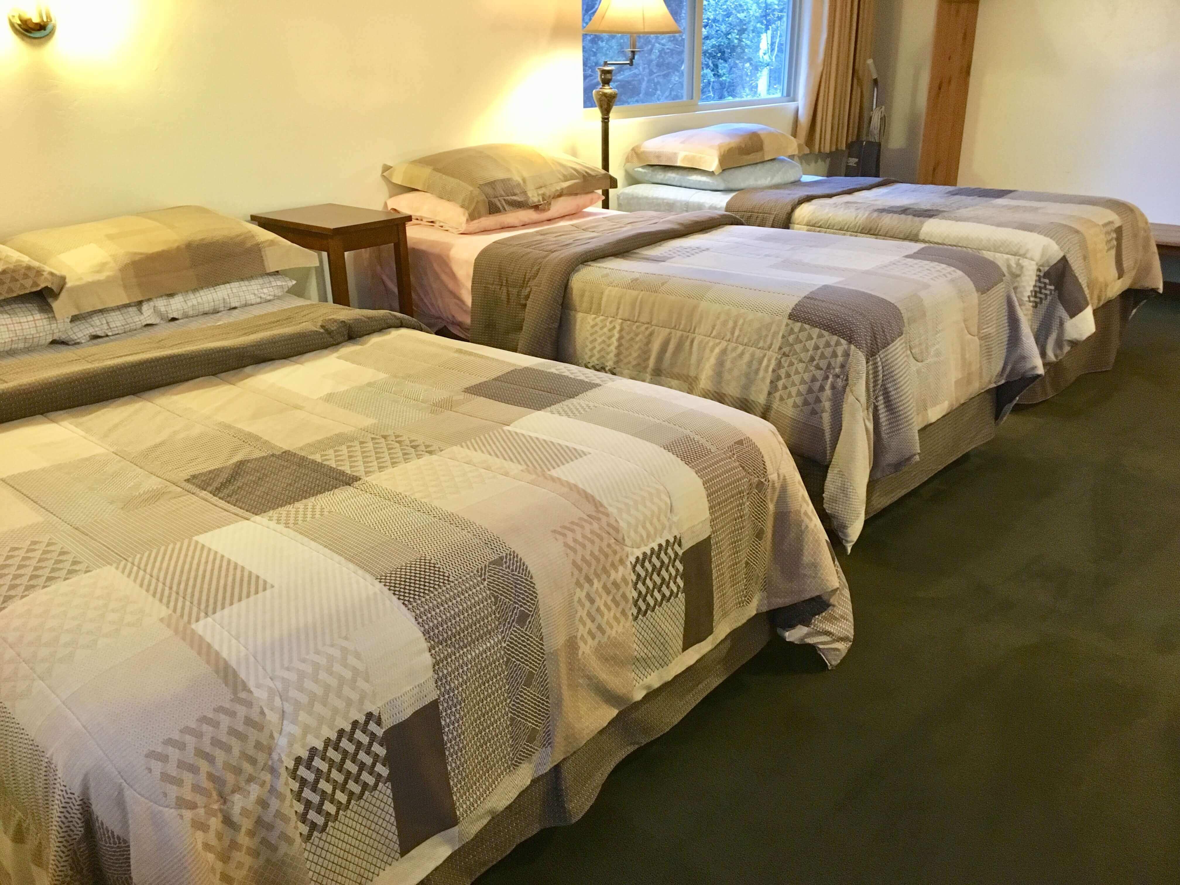 volcano hotel - volcano inn - caldera room 3 beds